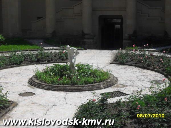 Двор санатория им орджоникидзе в