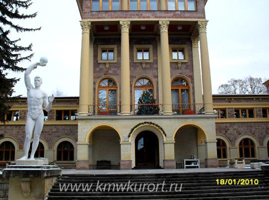 Вход в санаторий Красные камни Кисловодск