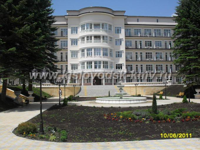 Фасад санатория Центросоюз в Кисловодске