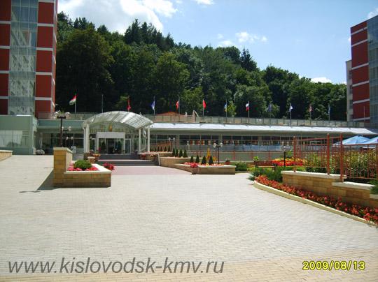Вход в санаторий Плаза в Кисловодске