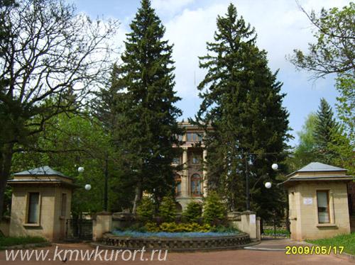 Фасад Санатория Красные Камни в Кисловодске